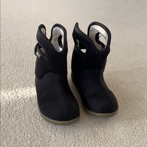 Toddler/ infant size 8 Bogs winter boots